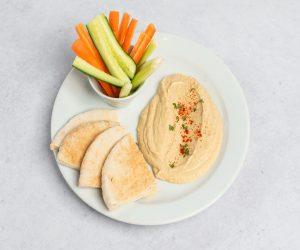 humus s pitou a zeleninou